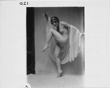 Hilda Beyer dancing