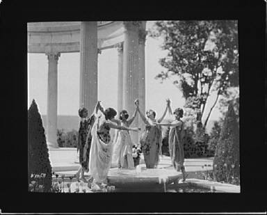 Anna Duncan, Irma Duncan, Maria Theresa Duncan, and two other dancers