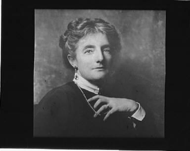 Portrait photograph of Kathleen Norris