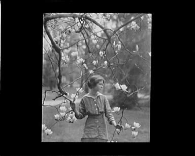 Portrait photograph of Edna St. Vincent Millay