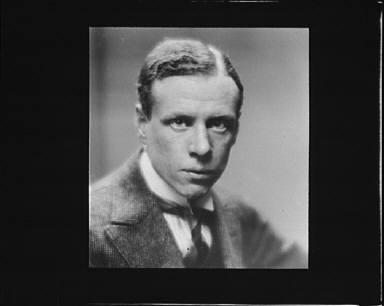 Portrait photograph of Sinclair Lewis