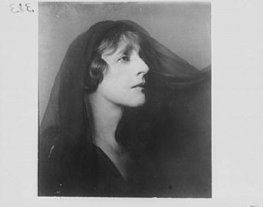 Portrait photograph of Margaret Anglin as Electra