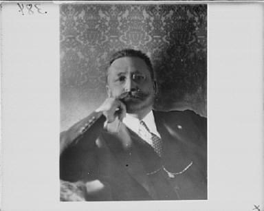 Portrait photograph of Mario Rodi Lago