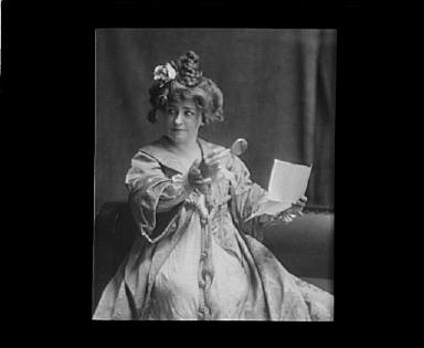 Portrait photograph of Minnie Maddern Fiske as Becky Sharp