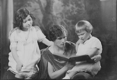 Fay, William, Mrs., and children, portrait photograph