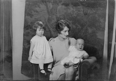 Meenan, Mrs., and children, portrait photograph