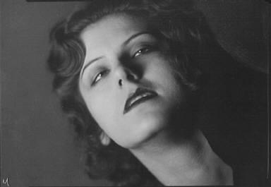 Knapp, Dorothy, Miss, portrait photograph
