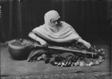 Coomarasumay, Ananda, Mrs. (Ratan Devi), portrait photograph