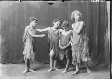 Elsie Dufour dancers, portrait photograph