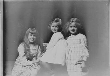 Meyer, Wilhelm, children of, portrait photograph