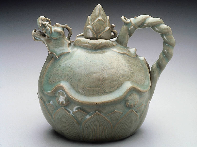Ewer or wine pot in the shape of a tortoise