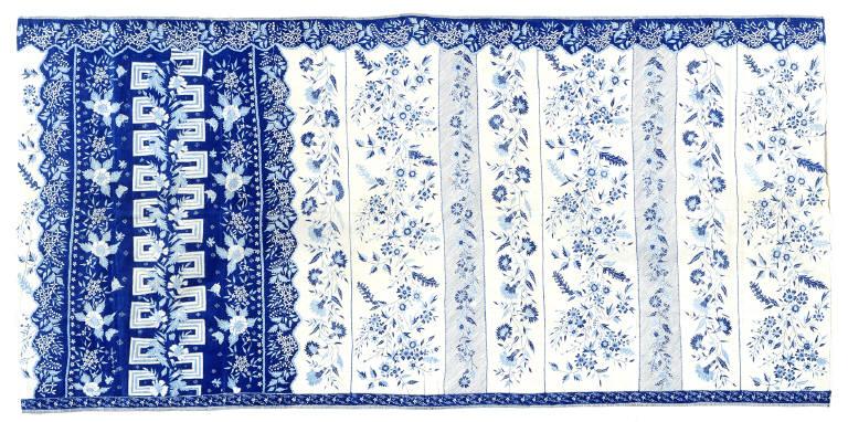 Woman's Hip Wrapper (Sarung Kelengan Dlorong Buketan, Sarung Porselen)