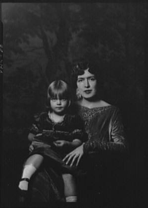 Wright, William May, Mrs., and child, portrait photograph
