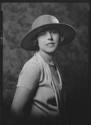 Gould, George J., Mrs., portrait photograph