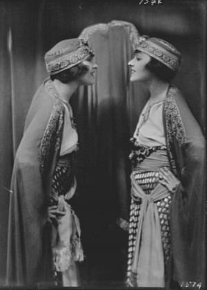 Dolly sisters, portrait photograph