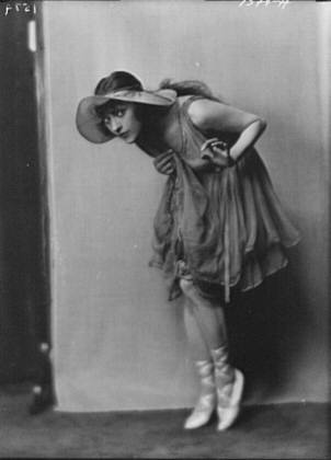Dolly sister, portrait photograph