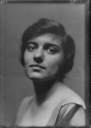 Damrosch, Alice, Miss, portrait photograph