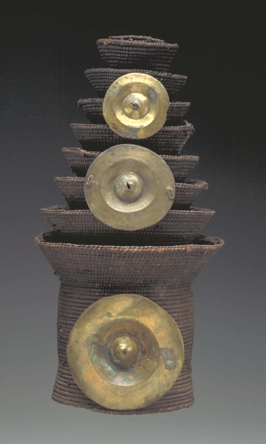 Tiered hat with brass discs (montolo)