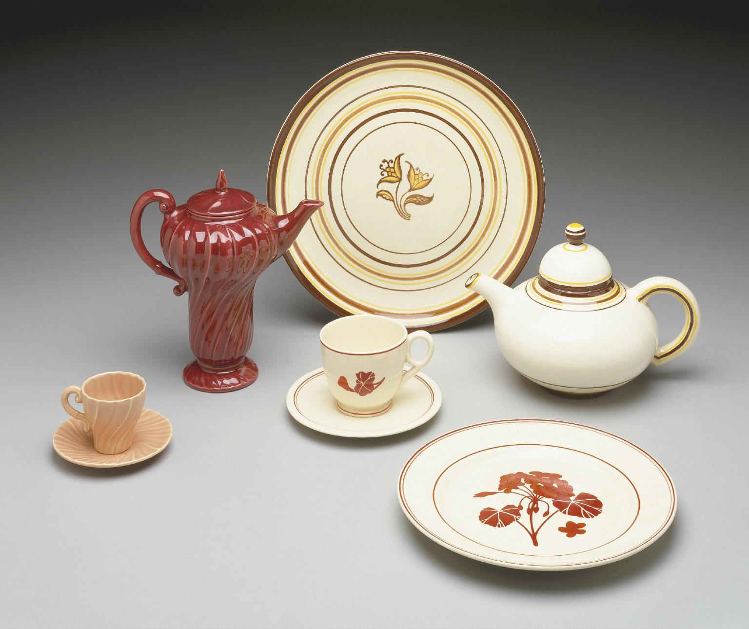 'El Patio' shape teapot with 'Padua' pattern