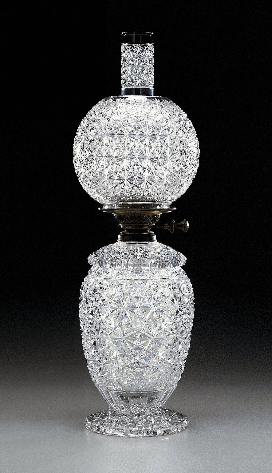 Oil lamp with 'Russian' pattern decoration