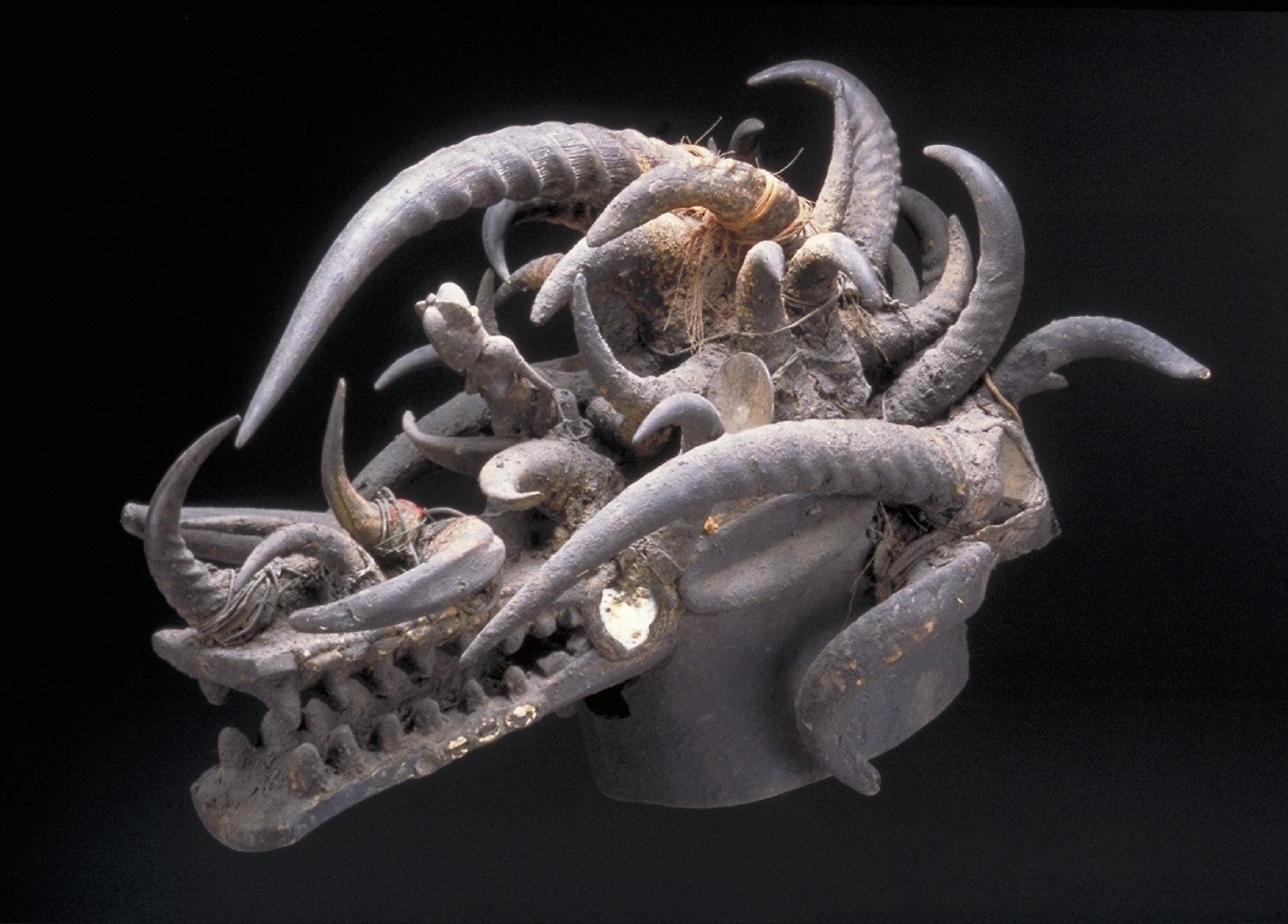 Helmet mask (Kponyungo)