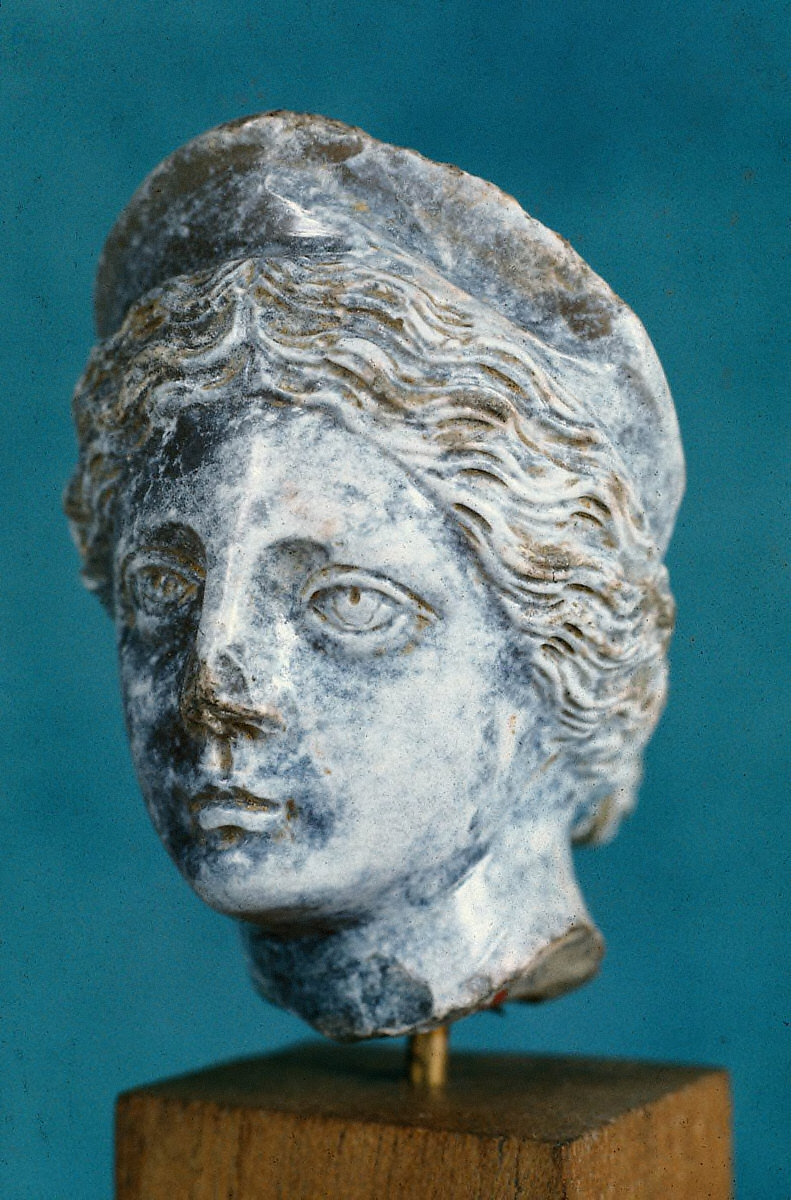Chalcedony head of Venus