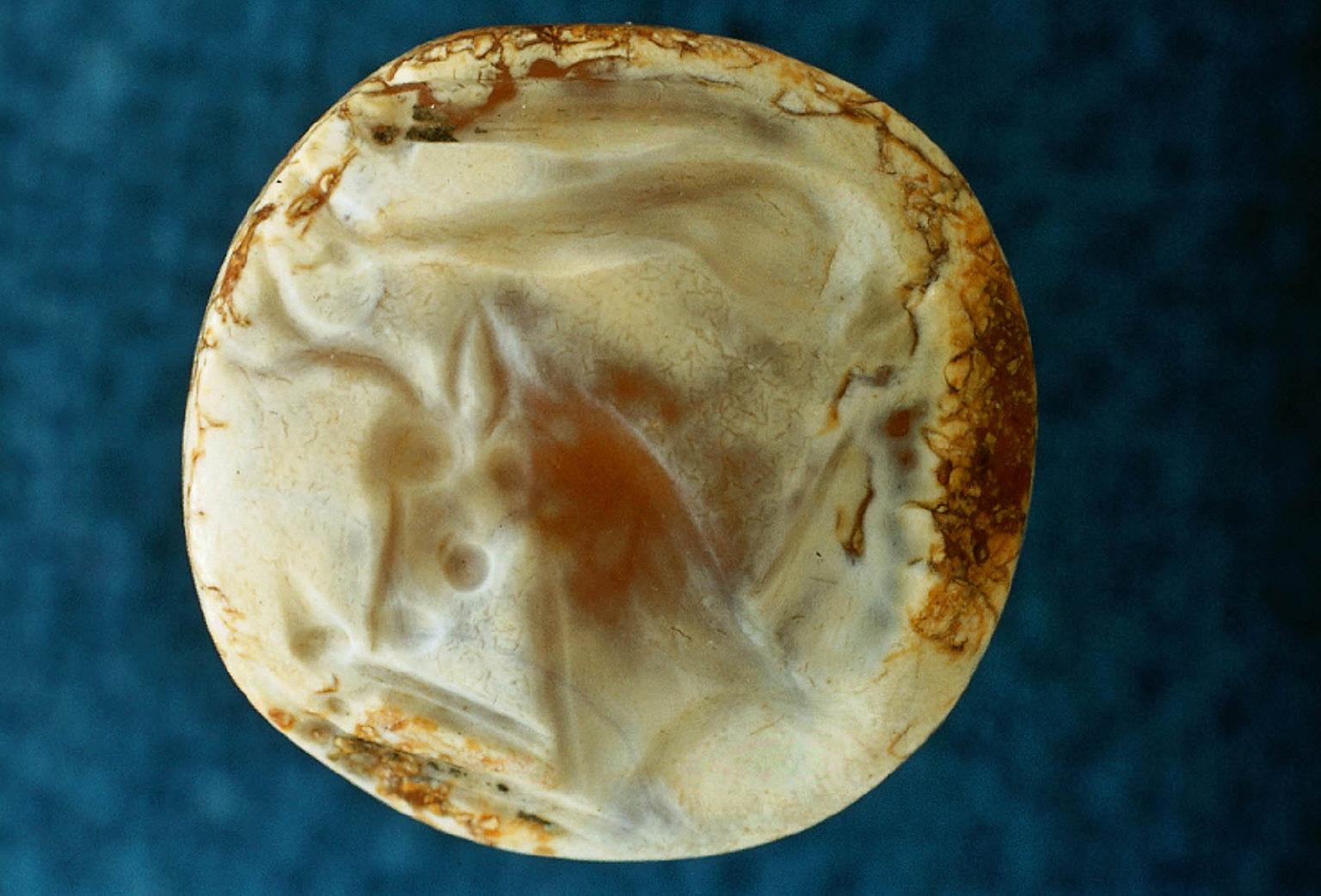 Lens-shaped sealstone with Minotaur