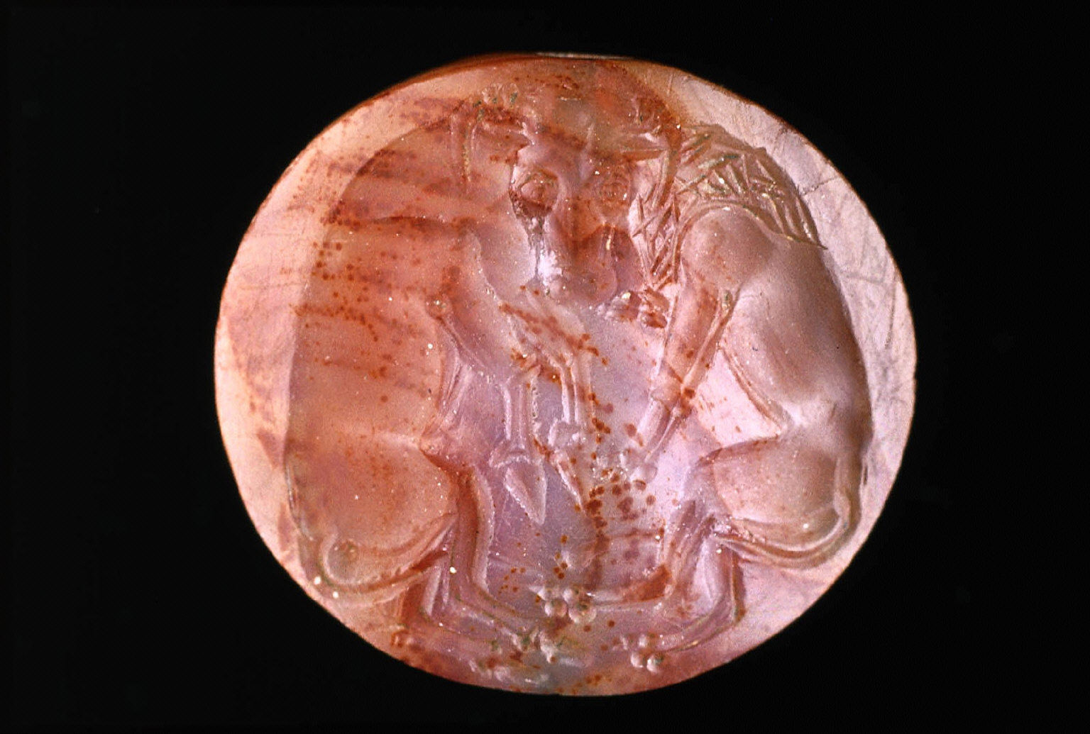 Lens-shaped sealstone with lion attacking bull
