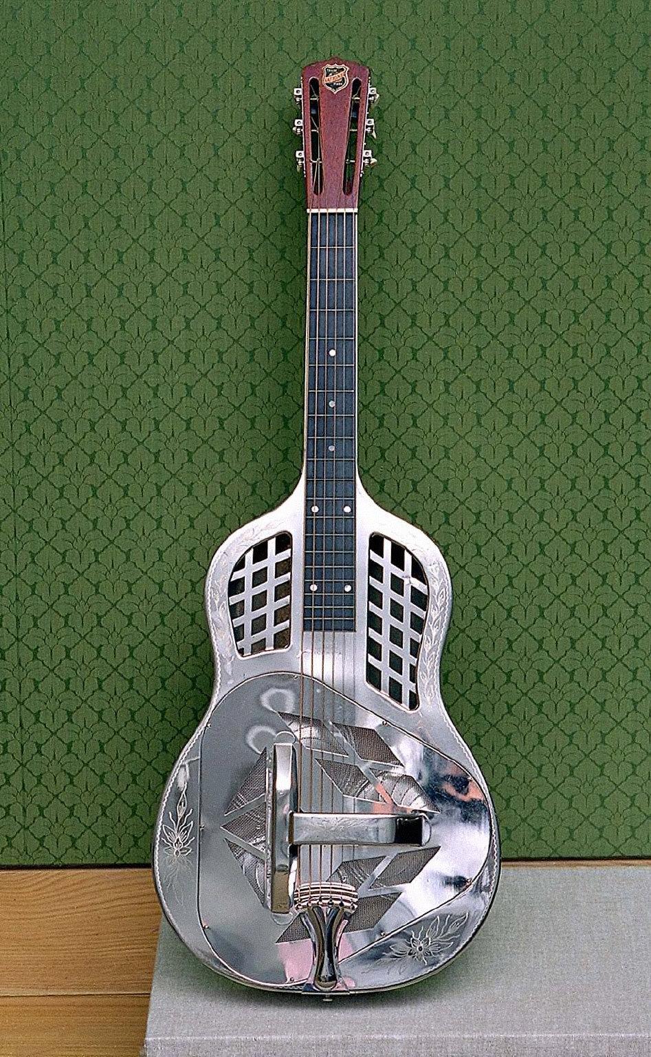 Resonator guitar (Tricone model)