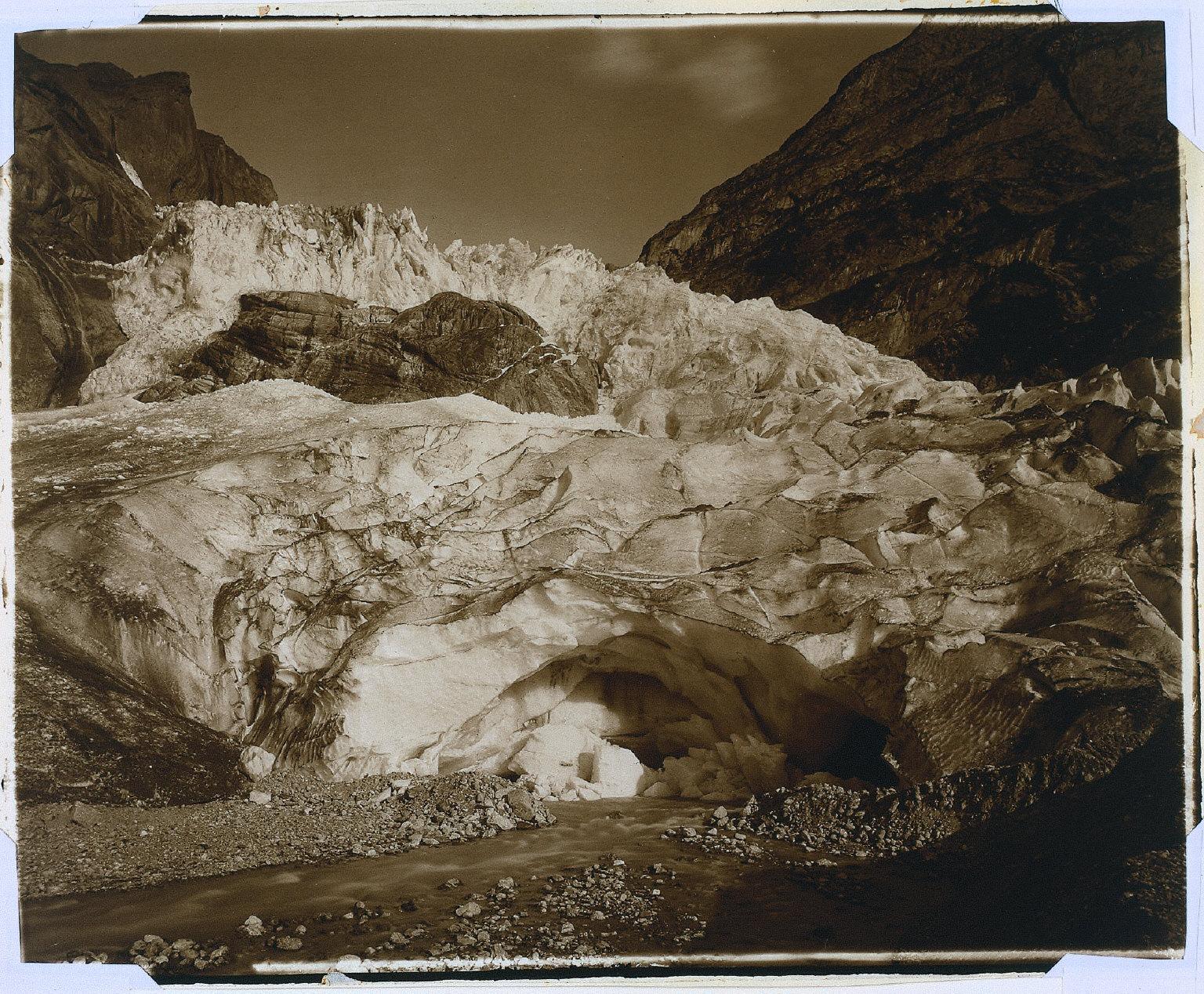 Suisse. Grindelwald, glacier supérieur, source de la Lutschine