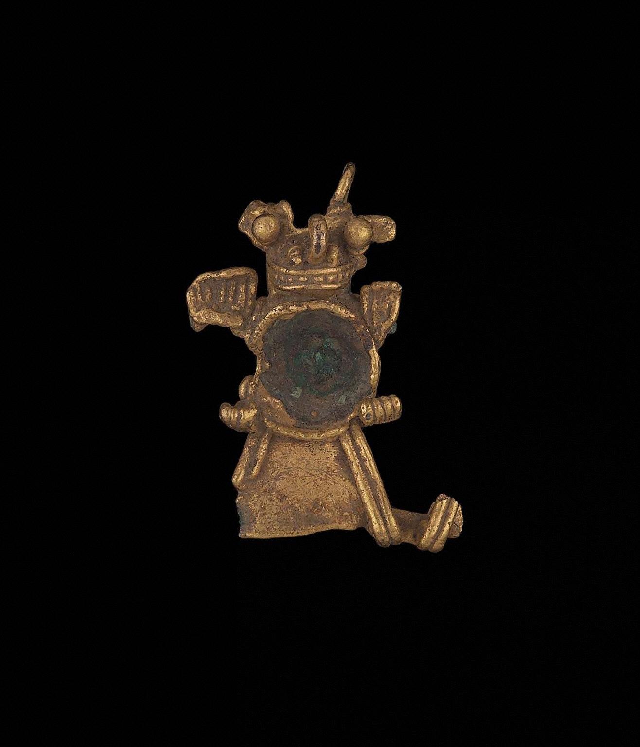 Zoomorphic effigy pendant