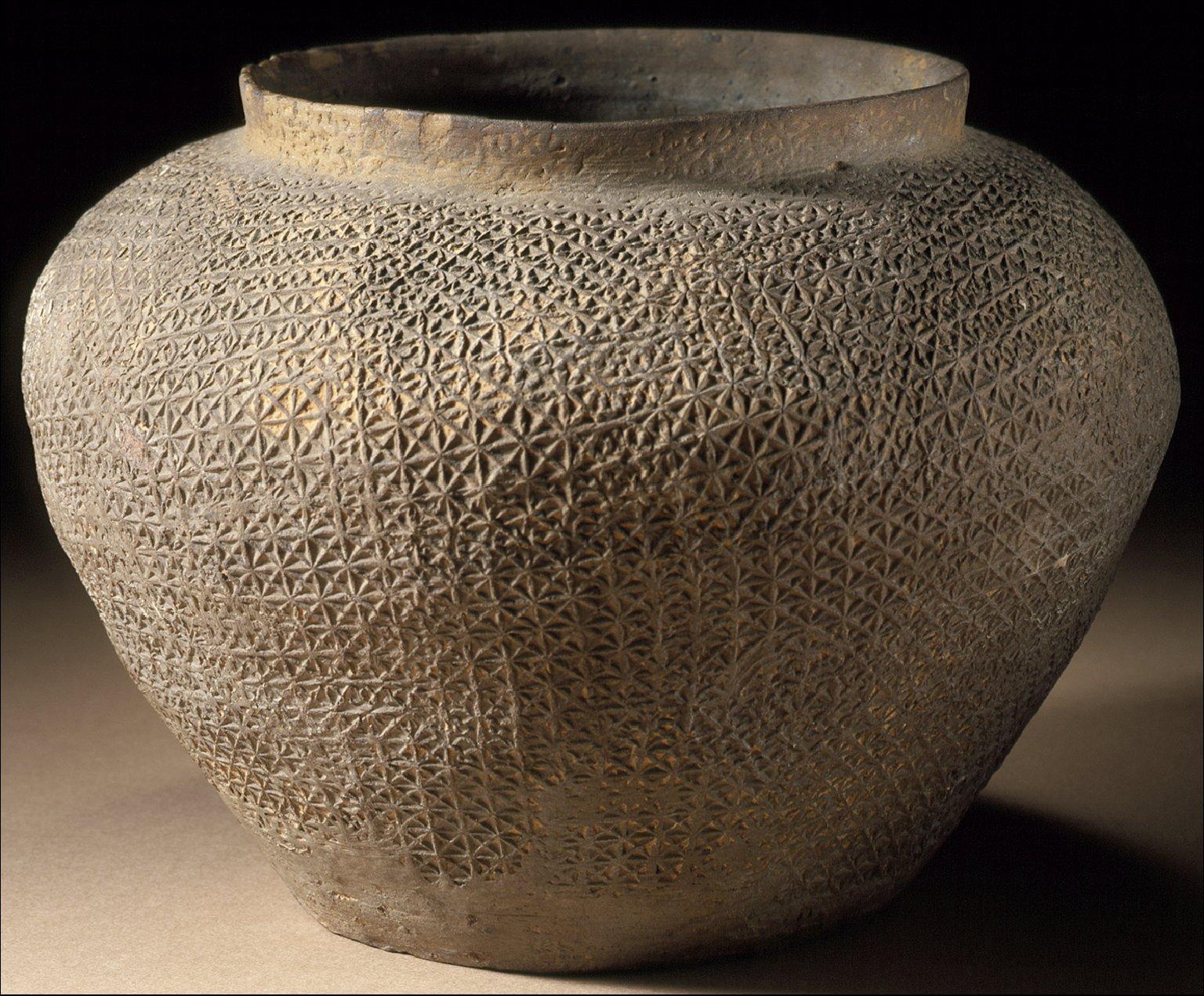 Jar (Guan) with Textured Surface