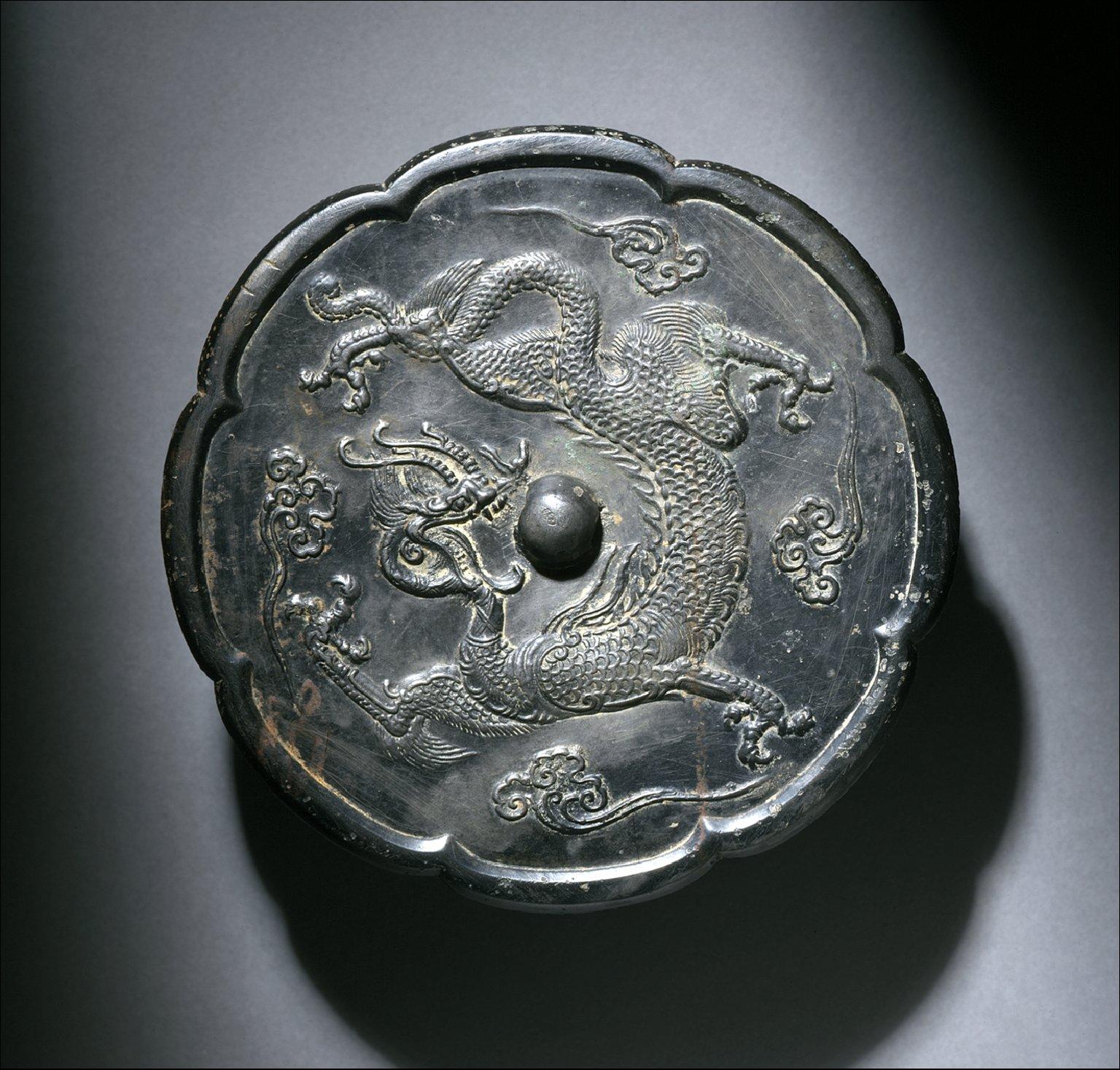 Lobed Mirror (Jing) with Dragon