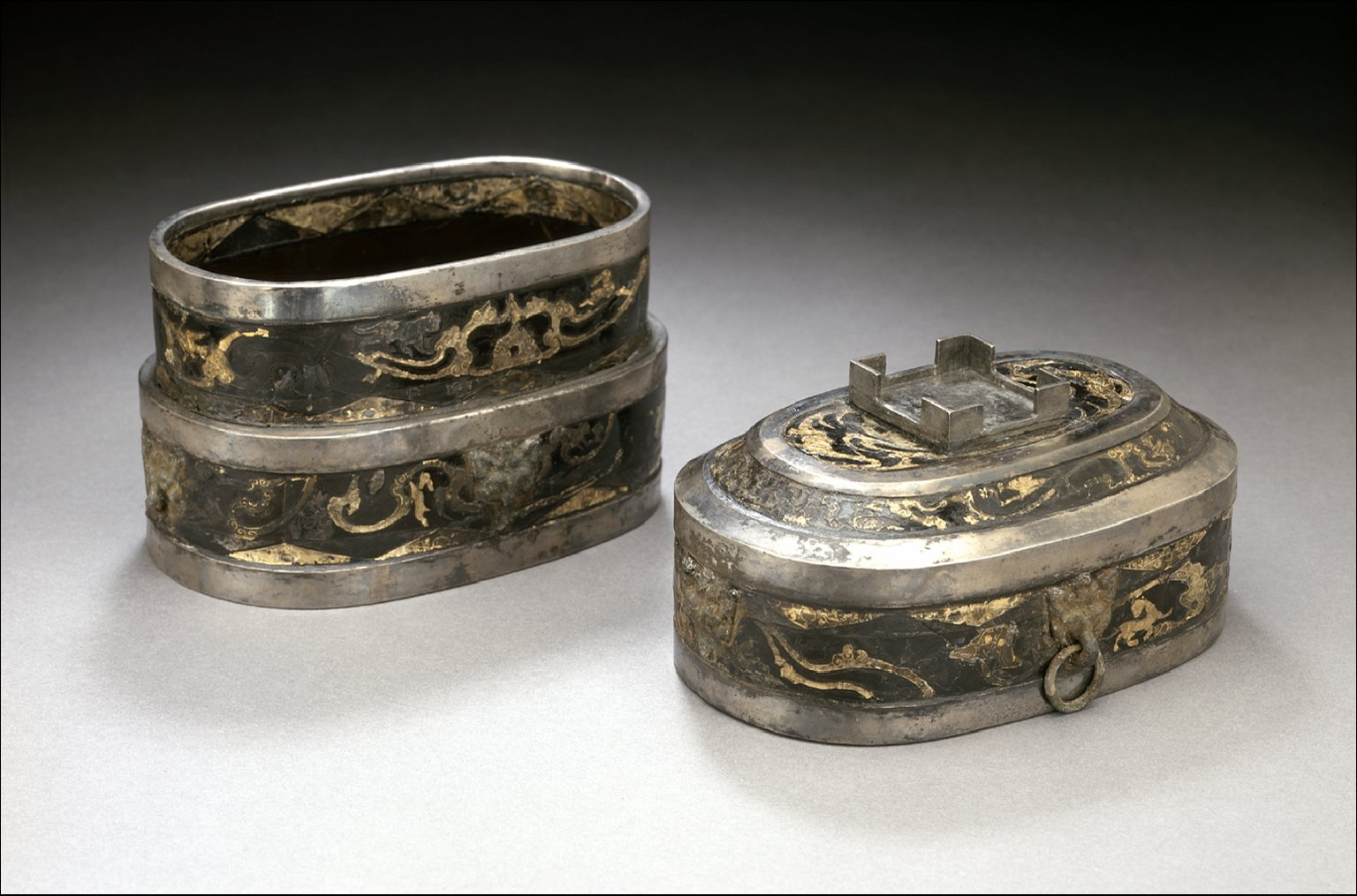 Oval Lidded Cosmetic Box (Duoyuan He) with Scrolling Clouds, Animals, and Birds