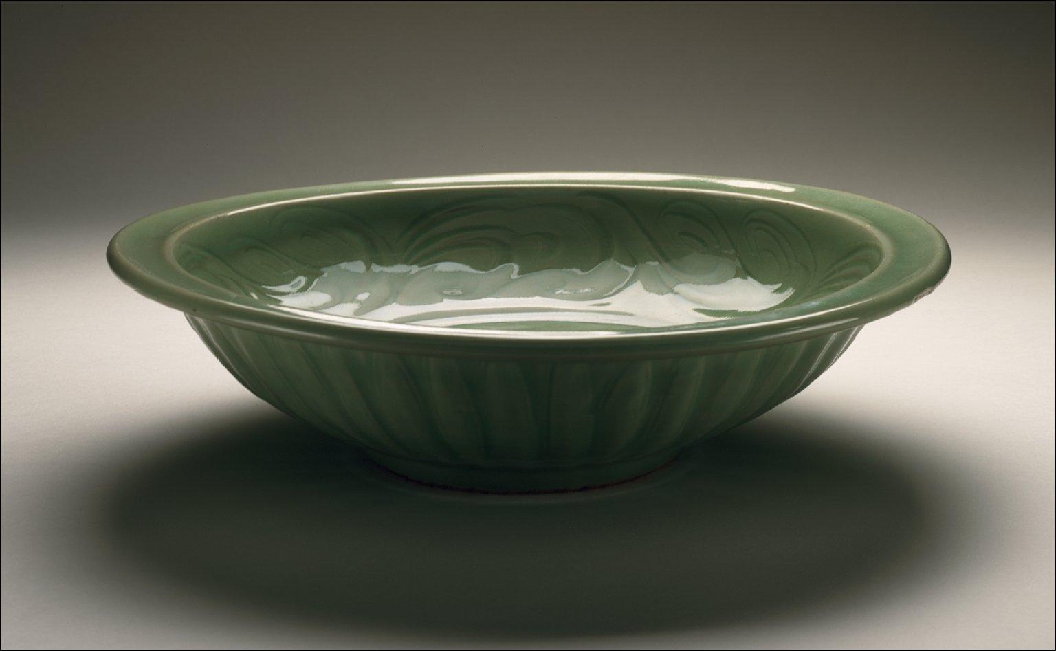 Dish (Pan) with Dragon Chasing Flaming Pearl
