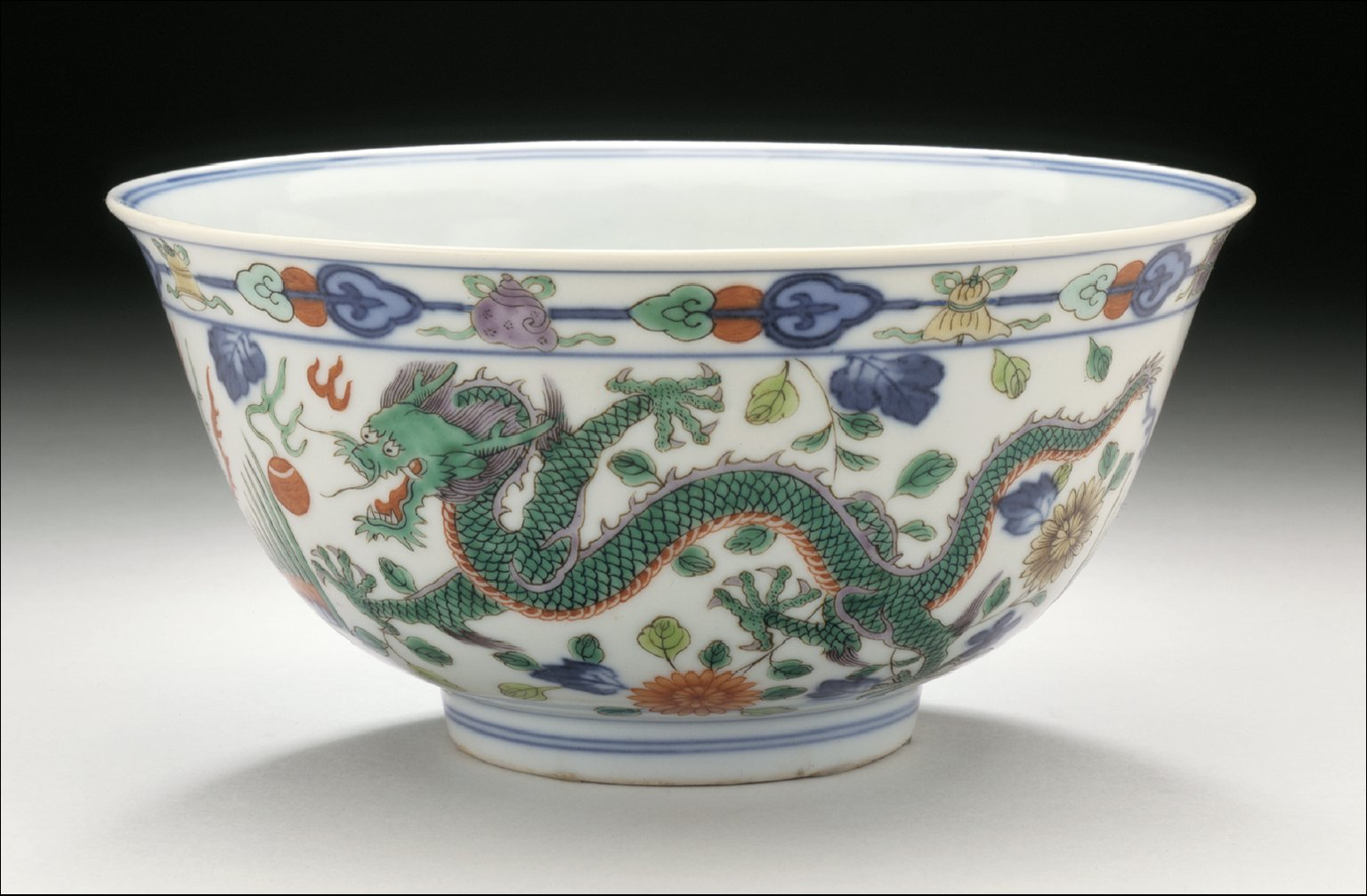 Bowl (Wan) with Dragon Chasing Flaming Pearl