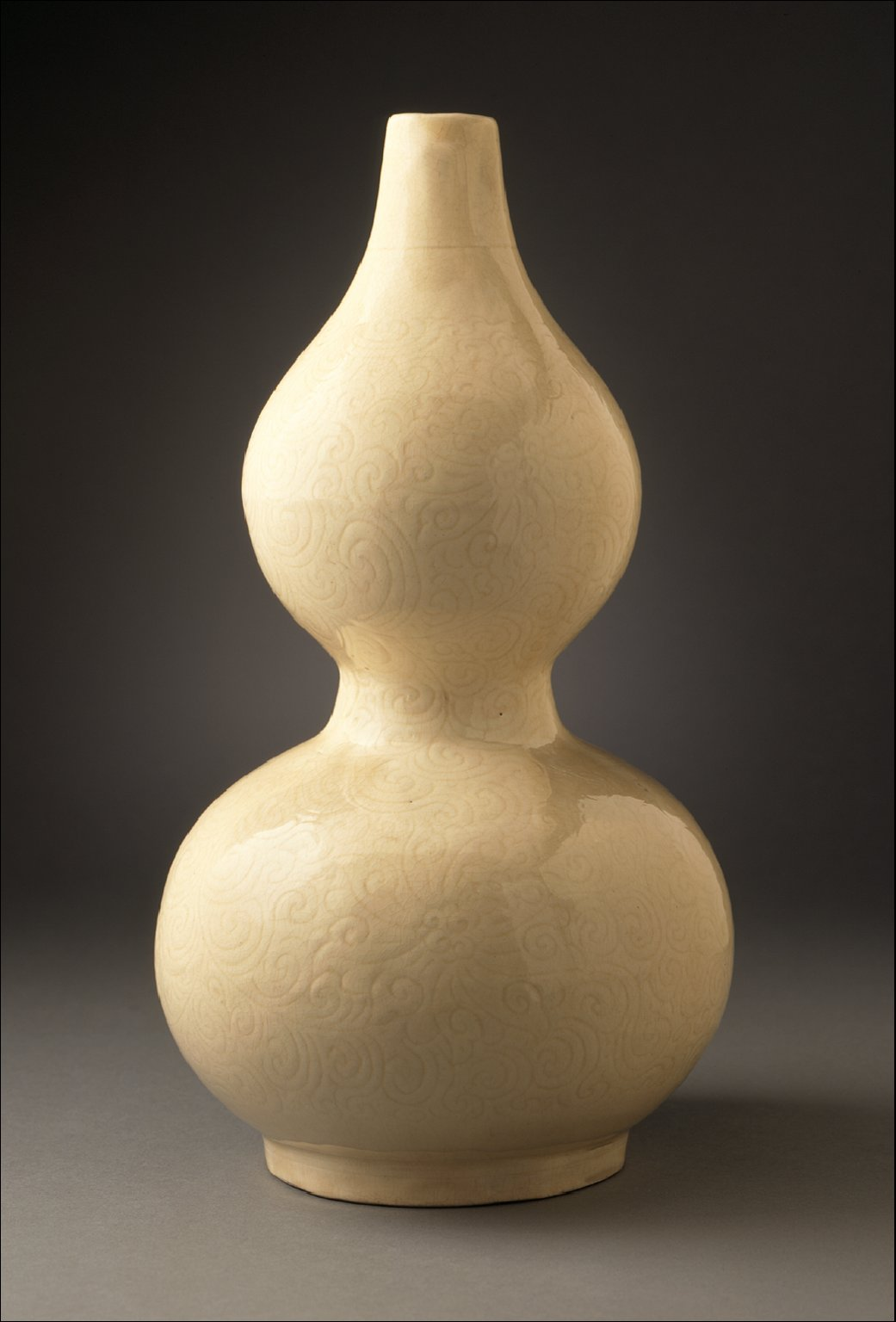 Vase (Ping) in the Form of a Gourd with Floral Scrolls