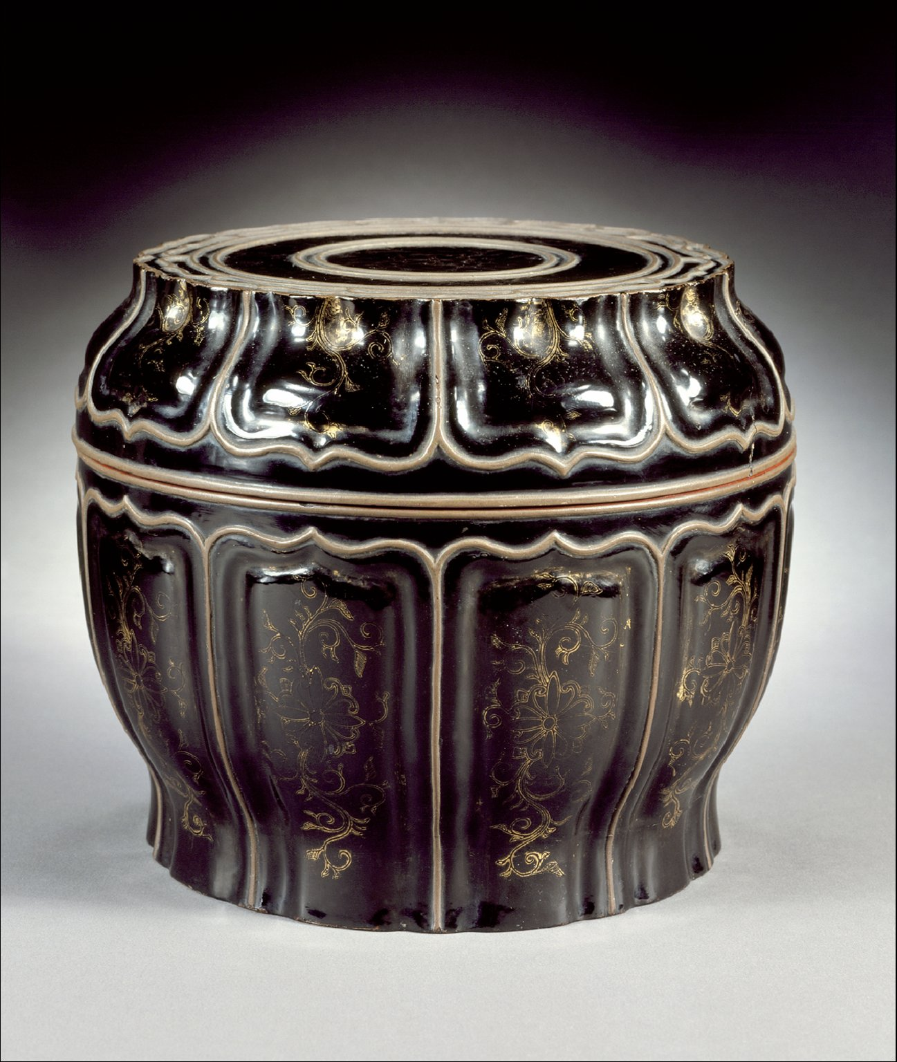 Cosmetic Box (Lian) in the Form of a Lotus Pod with Lotus Scrolls