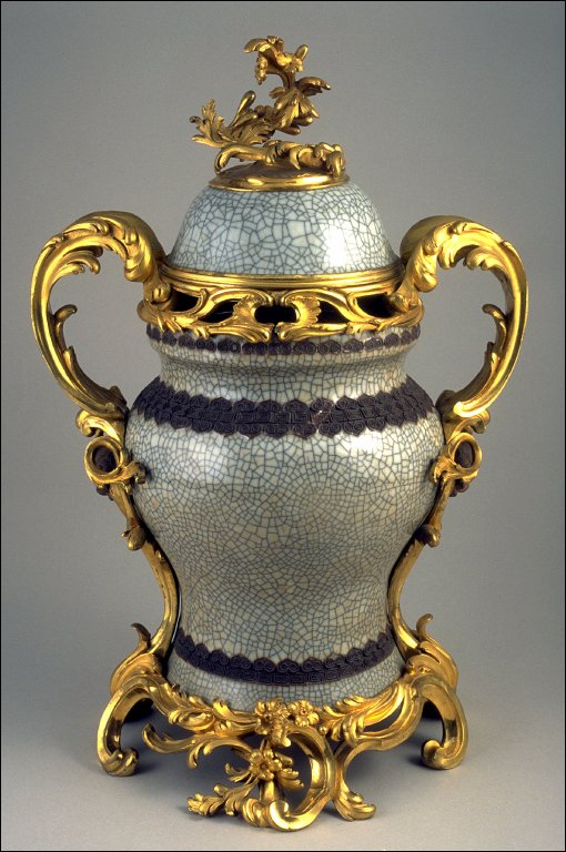 Lidded vase mounted as potporri