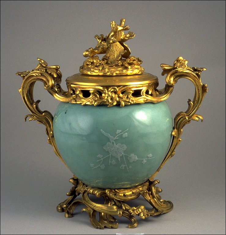 Lidded vase mounted as potpourri