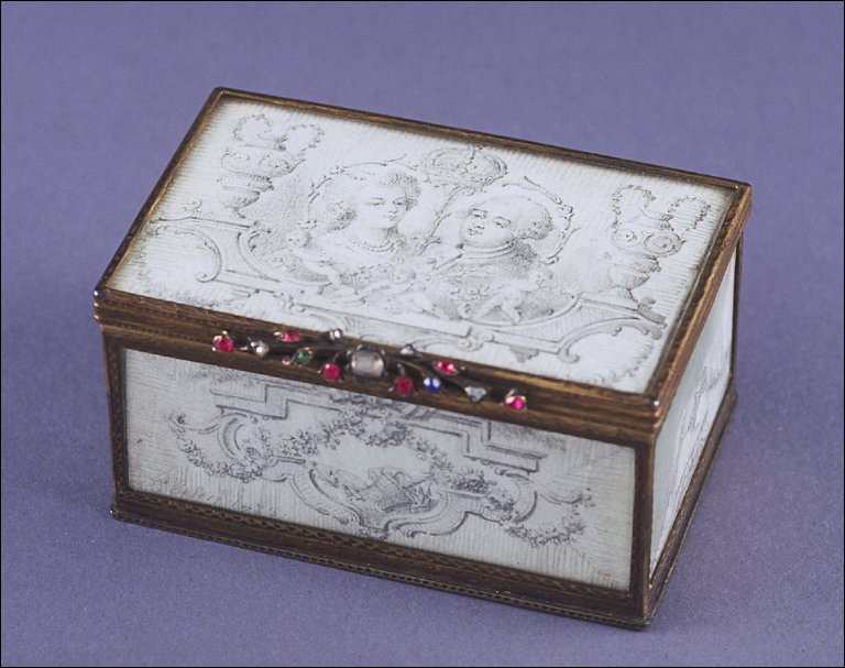 Rectangular snuff box with portrait of king and queen