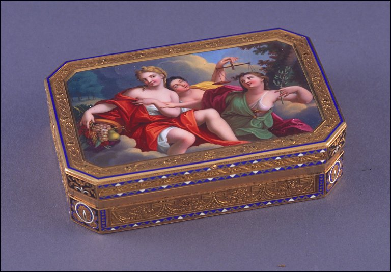 Octagonal snuff box with allegorical scene: Justice, Peace and Plenty