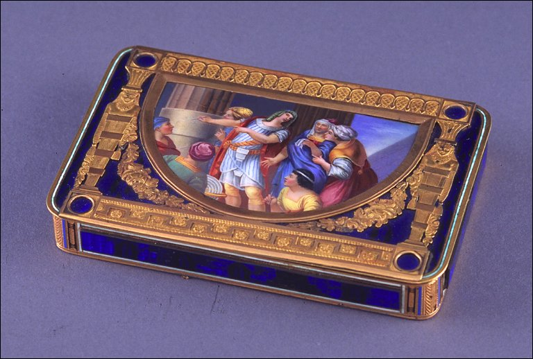 Rectangular snuff box with male figures on lid