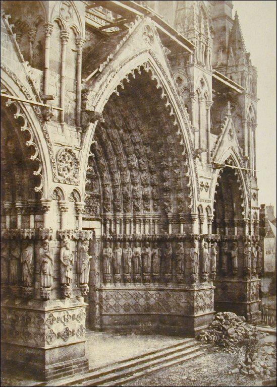 Fragment du Grand Portail de la Cathedrale d'Amiens [Portion of the Great Portal