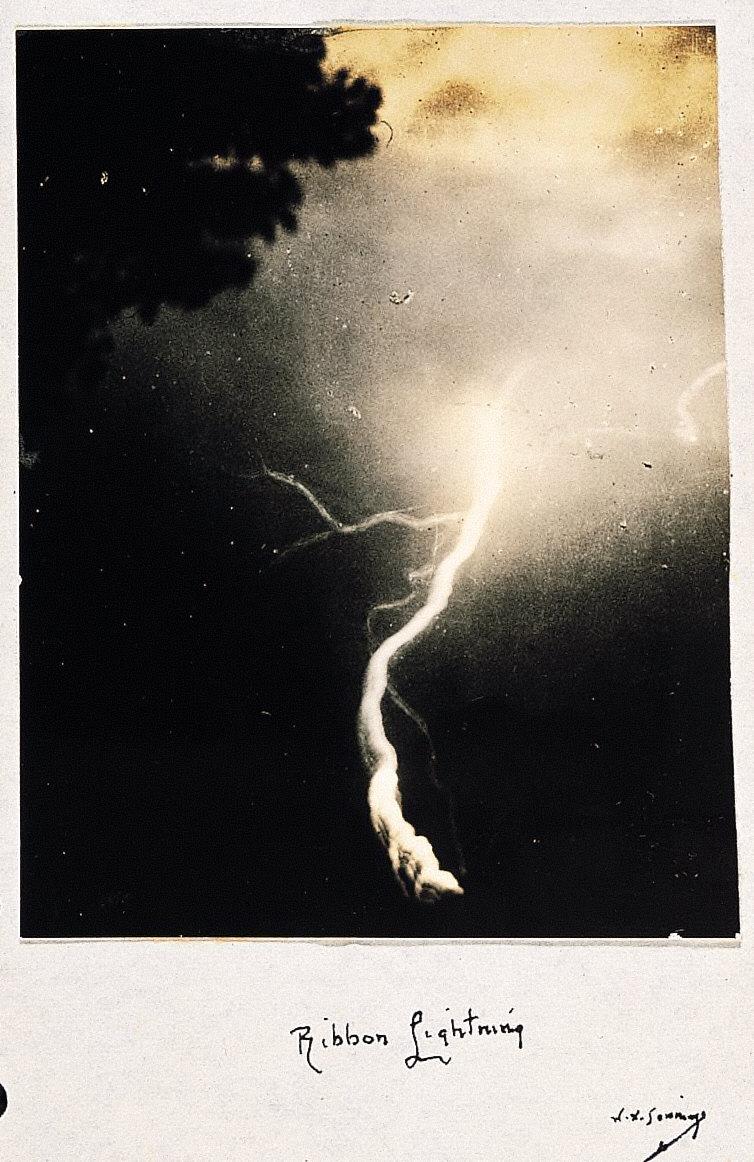 Ribbon lightning