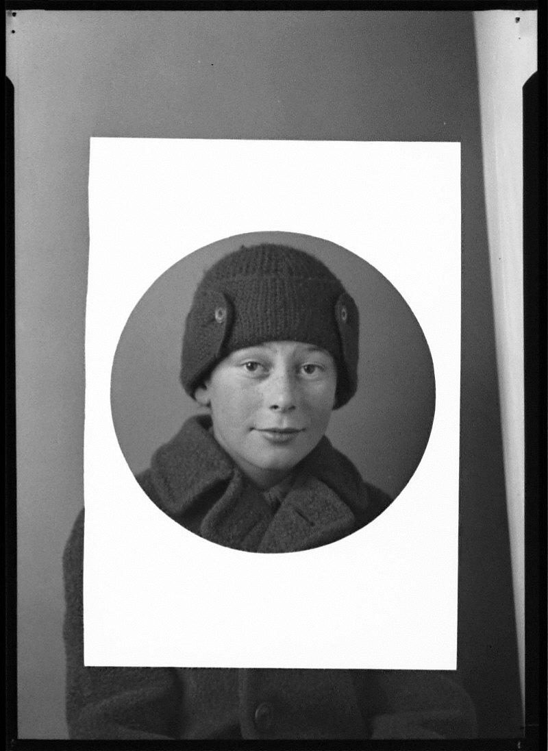 Portrait of Corydon, Circular