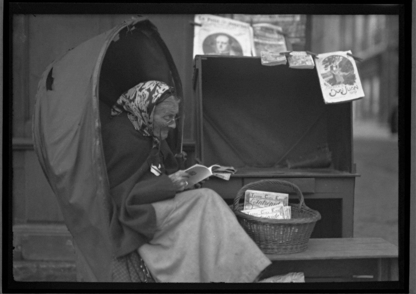 Paper Woman #1 Bordeaux