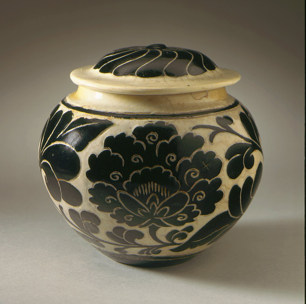 Lidded Jar (Guan) with Floral Scrolls