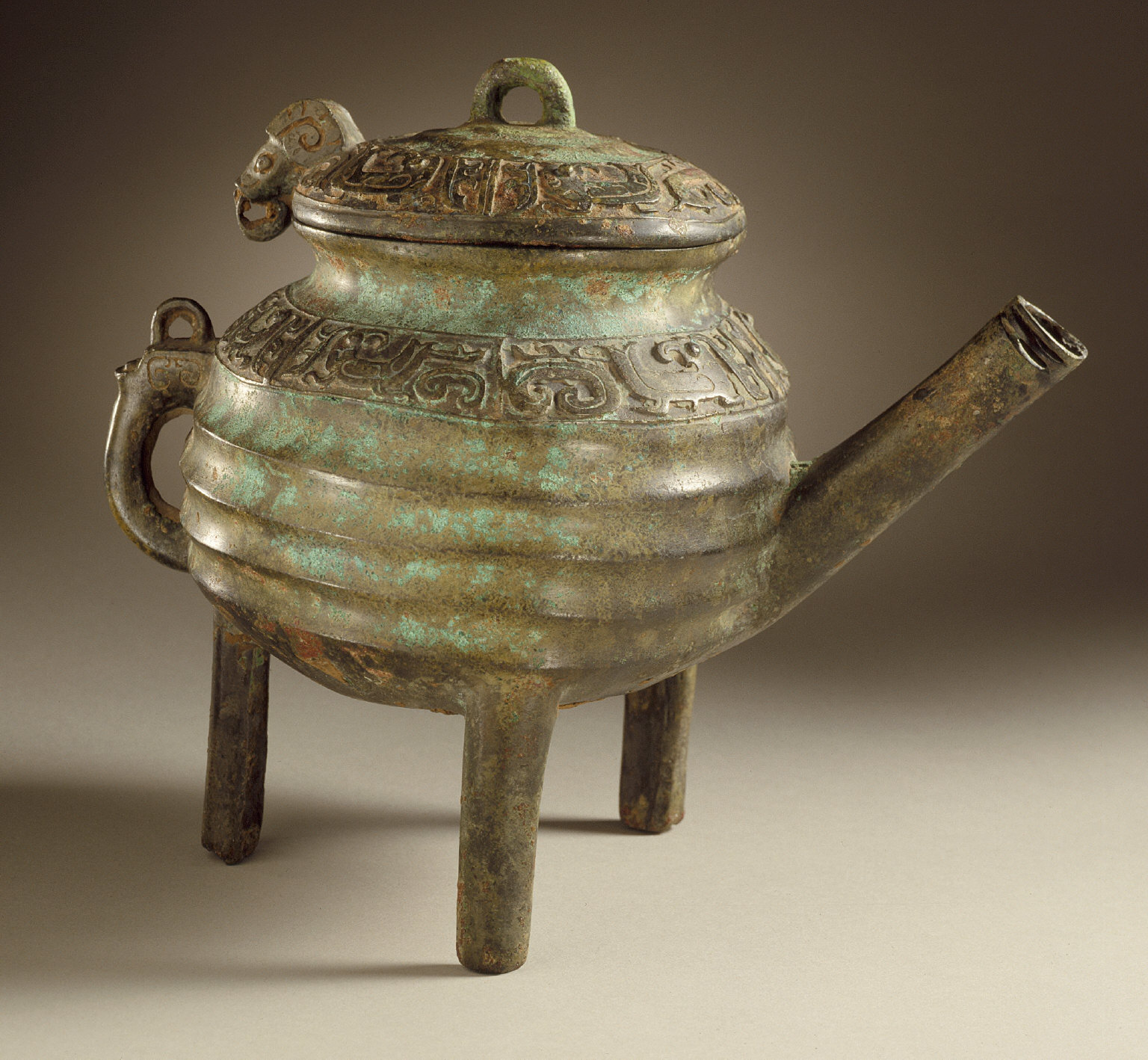 Lidded Ritual Pitcher (He) with Birds