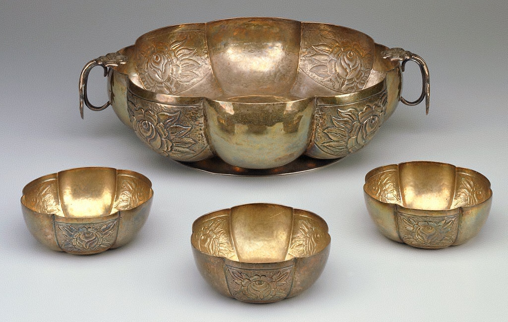 Flower bowl or centerpiece with set of 12 fingerbowls